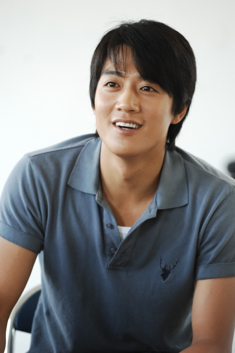 kim rae won renews contract with hb entertainment rooftop room cat eng sub rooftop room cat episode 1 eng sub