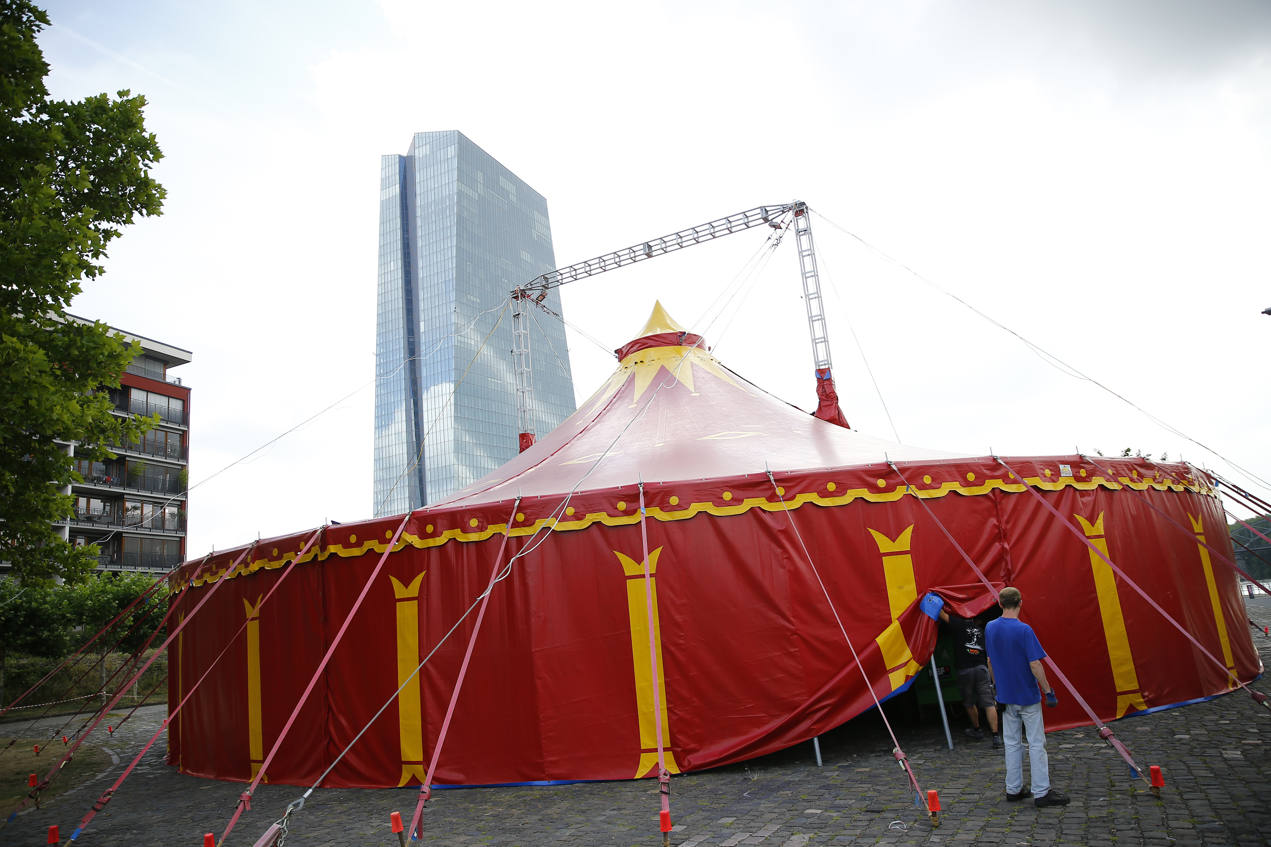 Circus Tent Collapse Kills 2 in New Hampshire : Society