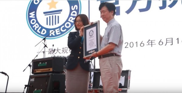 Officials from the Guinness World Records Tina Shi and Dong Cheng judged the band's attempt and handed the award.