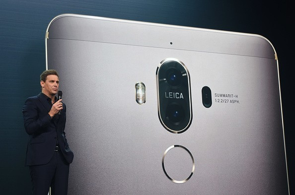 Huawei Mate 9 has 8MP front camera equipped with user-friendly auto-focus and smile capture.