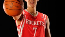 Houston Rockets' Jeremy Lin goes to the Los Angeles Lakers