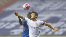 Yanbian Funde defender Cui Min competes for the ball against Shanghai Shenhua's Demba Ba during their 2016 CSL season opener