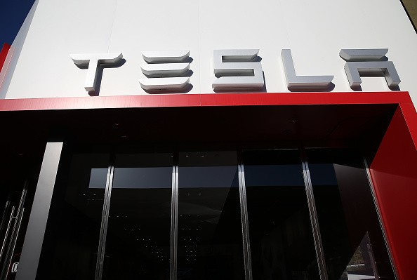 Tesla Motors Inc. is reported to have signed a non-binding agreement with Jinqiao Group for setting up a production base in Shanghai.