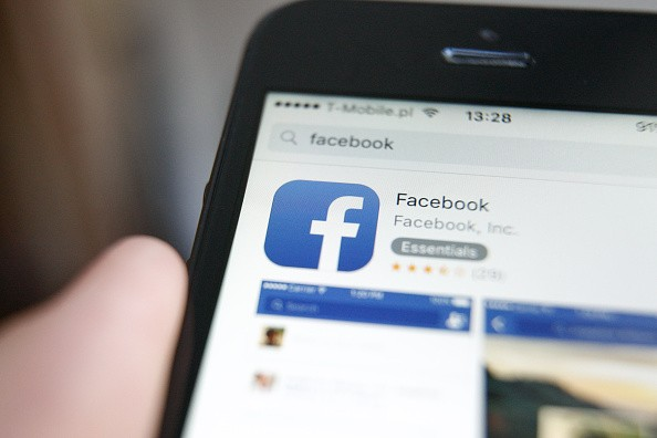 After losing its mobile gaming platform to iOS and Android, Facebook is reconfiguring its gaming division.